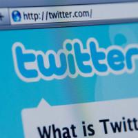 Un autor pide disculpas a un estudiante en Twitter por poder aparecer en su examen
