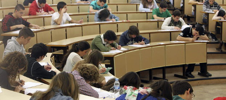 Emprender o ser funcionarios son las preferencias de los universitarios españoles