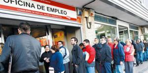 Los colectivos menos formados son los que más desempleo sufren