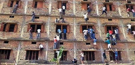 La copia masiva de exámenes lleva a la detención a 300 personas en la India