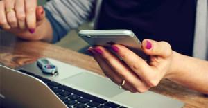 Los jóvenes prefieren conectarse a su banco desde el móvil en lugar del PC