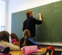 Jóvenes argentinos reparan una escuela rural durante sus vacaciones