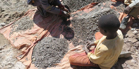 Las multinacionales tecnológicas no comprueban el trabajo infantil, según Aministía Internacional