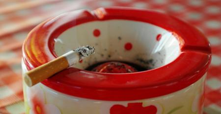Cuidado padres: fumar en casa aumenta los niveles de nicotina de vuestros hijos
