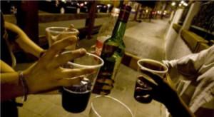 Se hacen botellones para socializar, no sólo para beber
