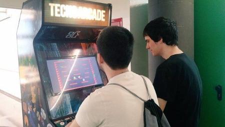 'Tecnoarcade', una máquina recreativa construida desde cero por estudiantes